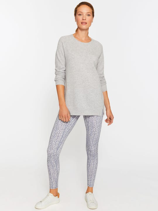 Model wearing J.McLaughlin Libby leggings in off white/grey made with Acadia performance.