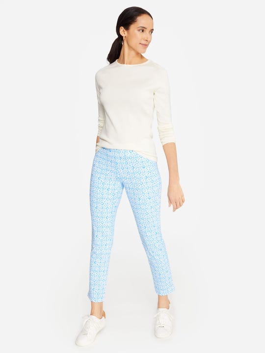 Model wearing J.McLaughlin Newport Capri Pants in in Hannover  in white/blue made with Catalina cloth fabric.
