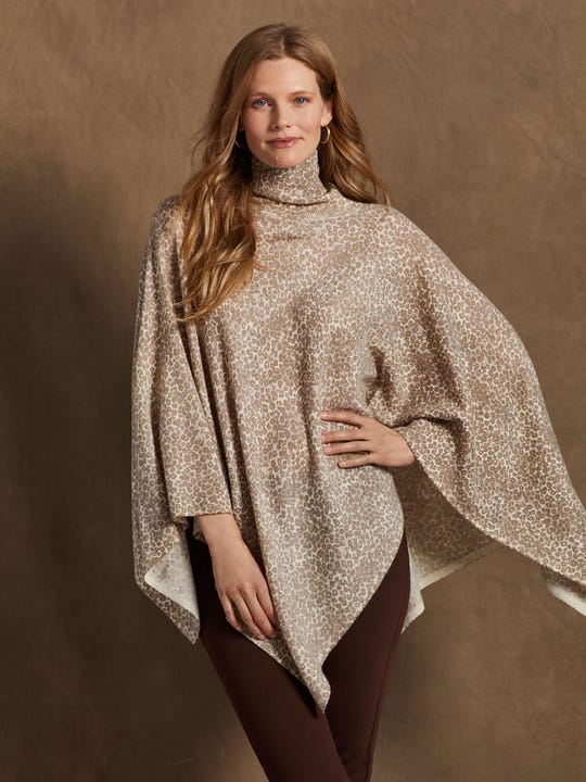J.Mclaughlin model in Noelle Poncho in Cheetah Club in light grey made in silk and wool fabric.